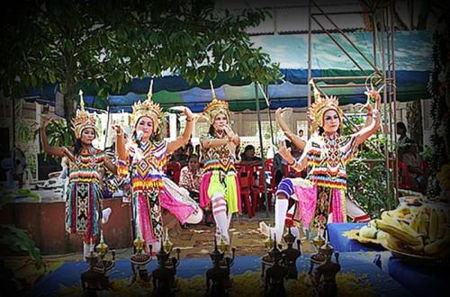 Manora Dancers - Deva Dance